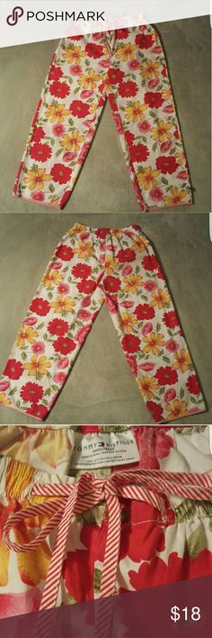 """NWOT Tommy Hilfiger floral pants with drawstring These casual NWOT Tommy Hilfiger floral pants are lightweight and PERFECT for spring time wear. NEW without tags. SIZE: SMALL. Features an elastic waist with a drawstring tie. Made of 100% breathable cotton for comfort. Both the drawstring and the pant hems feature a fun, candy-striped design. Approximately 35"""" total length from waist to hem, and inseam is roughly 25 inches. SMOKE-FREE home Tommy Hilfiger Pants Ankle & Cropped"""