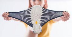 Undiseñador japonés inventó unos zapatos que seamoldan perfectamente alpie