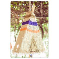 """39 Me gusta, 2 comentarios - Fiestas de papel 🎈🌟 (@confettis.ideas) en Instagram: """"Las #piñatas son la diversión de los más chicos! Está la hicimos para el #cumple #indios de Andrea!…"""" Third Birthday, 2nd Birthday Parties, Tribal Theme, Teepee Party, Indian Party, Pocahontas, Woodland Party, 1st Birthdays, Holidays And Events"""