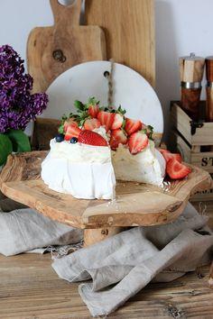 Pavlova, Camembert Cheese, Dairy, Sweets, Baking, Cake, Recipes, Motivation, Mascarpone