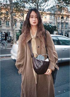 sarah linh tran style/사라 린 트란 스타일 : 네이버 블로그 Fashion Week Paris, Boho Fashion, Womens Fashion, Fashion Design, Style Fashion, Armband Diy, Bohemian Mode, Winter Stil, Parisian Chic