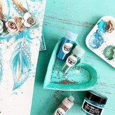 Love the texture and of course-teal! #Repost @staceyyoung81 ・・・ These @finnabair products are such fun!! Available @michaelsstores @primamarketinginc 💙 #primamarketing #makeitwithmichaels #finnabair #mixedmedia #feathers #dreamcatcher #art