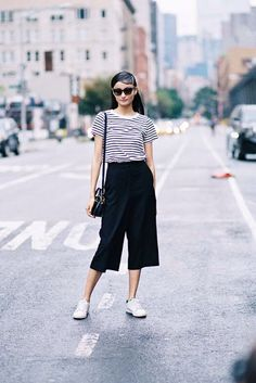 New York Fashion Week SS 2016 (Vanessa Jackman) - Fashion Layering Outfits, Casual Outfits, Fashion Outfits, Fashion Trends, Square Pants Outfit Casual, Cullotes Outfit Casual, Fashion Ideas, Squarepants Outfit, Uniqlo Women Outfit
