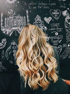 Long blond hair with curls My Hairstyle, Messy Hairstyles, Pretty Hairstyles, Wedding Hairstyles For Long Hair, Bad Hair, Hair Day, Corte Y Color, Let Your Hair Down, Dream Hair