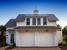 garage plans Lisa Furey Interiors designed this modern farmhouse cottage, a mini-compound built over time in Palmetto Bluff, Bluffton, South Carolina. Modern Garage Doors, Garage Door Design, Detached Garage Designs, Garage Apartment Plans, Garage Apartments, Apartment Door, Garage Renovation, Garage Apartment Interior, Carriage House Apartments