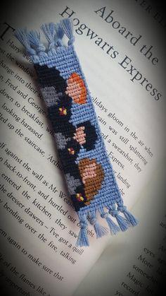 Diy Bracelets Patterns, Thread Bracelets, Harry Potter Bracelet, Harry Potter Items, Diy Friendship Bracelets Patterns, Harry Potter Birthday, Alpha Patterns, Bracelet Crafts, Crochet Gifts