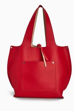 All black outfit? Don't worry! Add a pop of red through accessories with our GORG shopper bag.