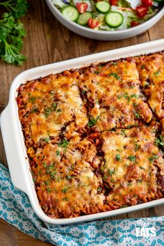 This Mouthwatering Syn Free Bolognese Pasta Bake will impress the whole family - rich bolognese meat sauce coated pasta topped with delicious cheesy goodness. Every one loves a bolognese, right? Slimming World Pasta Bake, Slimming World Beef, Slimming World Vegetarian Recipes, Slimming World Dinners, Slimming Eats, Healthy Recipes, Slimming Recipes, Slimming World Minced Beef Recipes, Healthy Minced Beef Recipes