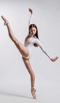 Ballet: The Best Photographs Human Poses Reference, Pose Reference Photo, Body Reference, Dance Photography Poses, Dance Poses, Contemporary Dance Photography, Gesture Drawing Poses, Poses Photo, Photo Shoot