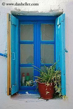 Greece/Mykonos/DoorsWindows/blue-window-w-spider-plant-big.jpg