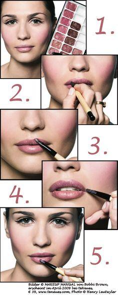 Lippenstift richtig auftragen - so schminken Sie Ihre Lippen!
