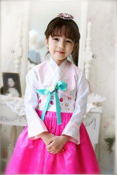 Cristina Fernandez lee Cute Mixed Babies, Cute Babies, Baby Kids, Asian Kids, Asian Babies, Beautiful Children, Beautiful Boys, Cute Girls, Little Girls