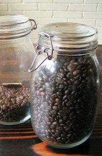 おいしくコーヒーを飲むために珈琲豆保存瓶があると便利ですよ