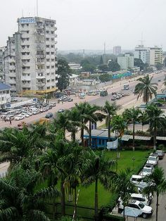 Boulevard in Kinshasa | D.R. Congo (by red-red.net)