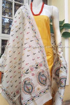 Silk Dupatta with kantha work & Silk cotton Kurta Fabric Embroidery Works, Embroidery Suits, Indian Embroidery, Hand Embroidery, Embroidery Designs, Mekhela Chador, Kurta Neck Design, Silk Suit, Silk Dupatta