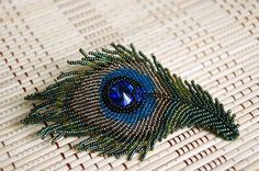 Peacock brooch by Purple Sun @ biser.info (more pics)