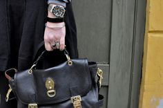 The beautiful Tillie bag from Mulberry in the hands of blogger Emily Salomon.