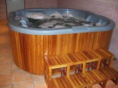 dispone de cuatro dormitorios tres baos dos salones terraza solarium piscina propia jacuzzi para seis personas y garaje