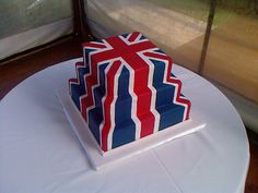 This was a wedding cake, the bride sent me a picture created in a graphic program of what she wanted, not sure why they wanted the Union Jack - I just make what I am told to ;)   It was one of those cakes that took a lot longer than anticipated, quite fiddly have to thank hubby for helping me get this one finished in time. Apologies for another mobile phone pic