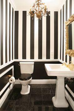26 ideas para decorar baños con detalles color negro http://cursodeorganizaciondelhogar.com/26-ideas-para-decorar-banos-con-detalles-color-negro/ 26 ideas to decorate bathrooms with black details #26ideasparadecorarbañoscondetallescolornegro #Decoracion #Decoracióndebaños #Decoraciondeinteriores #Ideasparadecorar #Tipsdedecoracion