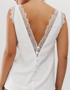Shop the latest ASOS DESIGN deep plunge lace insert camisole tank trends with ASOS! Latest Fashion Clothes, Look Fashion, High Fashion, Fashion Outfits, Como Fazer Short, Style Personnel, Neck Designs For Suits, Creation Couture, Lace Insert