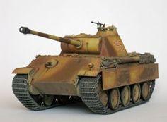 """Panzerkampfwagen V Panther (Sd.Kfz.171) Typu G (wczesna wersja), a więc niemiecki czołg średni z okresu II wojny światowej. Model plastikowy, złożony i pomalowany w skali 1:35.   """"Panzerkampfwagen V Panther (Sd.Kfz.171) Type G (early version)"""" (021944) - This is model of German medium tank from World War II. Plastic model, composite and painted in 1:35 scale models."""