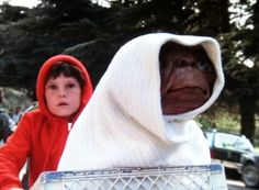 E.T. the Extra-Terrestrial Movie | Classic movie review: 'E.T. The Extra-Terrestrial' (1982)