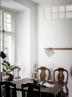 Bostadsrätt, Fjärde Långgatan 18B - Linnéstaden, Göteborg - Entrance Fastighetsmäkleri Interior Design, Room Interior, Dining Room, Minimalist, Room Decor, Prints, Neutral, Design Ideas, Houses