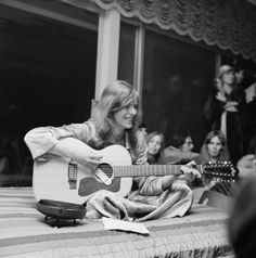 David Bowie plays at a house party in Los Angeles, January 1971 — HQ © Michael Ochs Archives