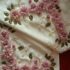 This Pin was discovered by Şen Diy Ribbon Flowers, Ribbon Art, Ribbon Crafts, Silk Flowers, Fabric Flowers, Ribbon Embroidery Tutorial, Silk Ribbon Embroidery, Embroidery Stitches, Embroidery Patterns