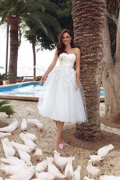 Wedding dress Ava by Kaya Nova. Draped V-neckline is decorated with flowers gold color. Zipper back. European Wedding, Tea Length, Dress Collection, Ava, Wedding Styles, Designer Dresses, Nice Dresses, Wedding Gowns, Strapless Dress
