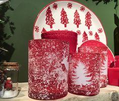 Photophores rouges avec des Sapins et des Cerfs enneigés pour des lumières d'ambiance chaleureuses  #photophores #bougies #sapin #cerf #rouge #red