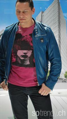 DJ Tiesto en veste cuir bleu ADIDAS t-shirt DIESEL
