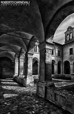 The ancient cloister | © Roberto Carnevali
