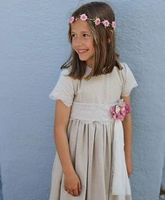 Vestido de Comunión 2018 beige con cinturón de flores