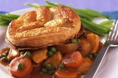 Our cheat's chicken pie puff pastry lids mean you can whip up a chicken pie from scratch in no time at all! What do you serve your chicken pie with? Chicken Pie Puff Pastry, Chicken Puffs, Pie Recipes, Chicken Recipes, Dinner Recipes, Recipe Chicken, Dinner Dishes, Main Dishes, Recipies