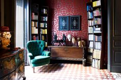 Italian Design - Jerry Maggi & Mehall Griffey Interiors - ELLE DECOR Note the curved bookcases . bottom row is wider for coffee table books? Eclectic Living Room, My Living Room, Italian Interior Design, Interior And Exterior, Antique Interior, Elle Decor, Living Room Inspiration, Interior Inspiration, Bedroom Ideas