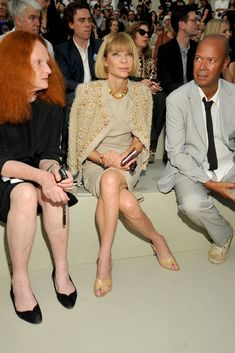 Anna Wintour media gallery on Coolspotters. See photos, videos, and links of Anna Wintour. Vogue, Couture Fashion, Fashion Show, Chanel Couture, London Fashion, Anna Wintour Style, Dress For Success, Fashion Editor, Couture Collection
