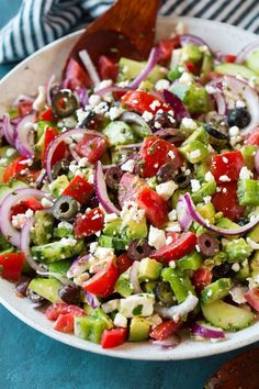 Best Greek Salad {with Avocado!} – Cooking Classy Best Greek Salad {with Avocado!} – Cooking Classy,Salate Greek Salad – this is the BEST Greek Salad! So easy to make, it's packed with veggies (love. Best Greek Salad, Greek Salad Recipes, Salad Recipes For Dinner, Easy Salads, Healthy Salad Recipes, Greek Cucumber Salad, Easy Greek Salad Recipe, Medeteranian Recipes, Vegetarian Greek Recipes