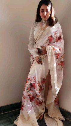 Bollywood Wedding, Bollywood Saree, Saree Wedding, Bollywood Fashion, Bridal Sarees, Saree Wearing Styles, Saree Styles, Sabyasachi Sarees, Indian Sarees