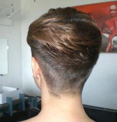 Love the waves in her nape Pixie Bob Hairstyles, Wedge Hairstyles, New Hair, Your Hair, Wedge Haircut, Shaved Nape, Shaved Heads, Wispy Bangs, Beautiful Haircuts