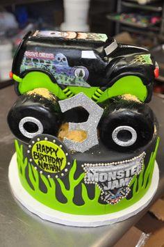 Gravedigger Cake / Monster truck Cake - edible truck topper Brayden loves this cake Monster Jam Cake, Monster Truck Birthday, Monster Trucks, Digger Birthday, Truck Cakes, Novelty Cakes, Cakes For Boys, Cute Cakes, Creative Cakes