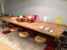Such an beautiful table! Ideal for meeting rooms. This must lead to great ideas!   Http://www.coolrooms.nl/meetimgs