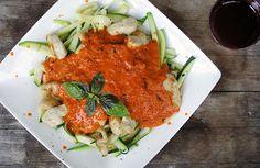 Gewoon+wat+een+studentje+'s+avonds+eet:+Courgettepasta+met+zelfgemaakte+pastasaus+en+kipfi...