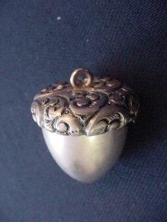 Victorian Sterling Silver Thimble Case, Acorn! Ooooooh...aaaaaaaah =)