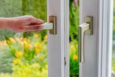 Ako správne vetrať? Radí odborník... 🌬️ | Štýlové Bývanie Door Handles, Home Decor, Google, Decoration Home, Room Decor, Door Knobs, Door Pulls, Interior Decorating, Door Knob