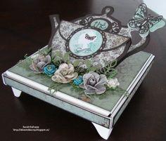 Joli coffret pour le thé, une création de Sarah membre de l'équipe créative Boitatou. Vintage Cards, Envelopes, Projects To Try, Decorative Boxes, Scrapbooking, Gift Wrapping, Templates, Gifts, Make A Map