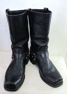 Mens,late 80s,black square front,Motorcycle style boots by FRYE .Uber cool engineer type classics,made in the USA with Leather uppers,harness trim and Neoporene oil resistant ousoles!In very good used cond.!Size 9B,they measure 11.5in long and 4 1/4in wide at the ball of the foot.International & Canada ship via 1st Class USPS.(Please note these will be shipped,in a padded envelope,in order to keep the S/H charges down).For all Combined Ship inquiriesplease ask rather than refer to the chart.