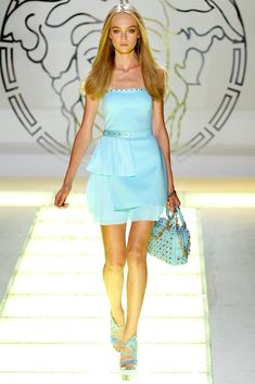 See the complete Versace Spring 2012 Ready-to-Wear collection.
