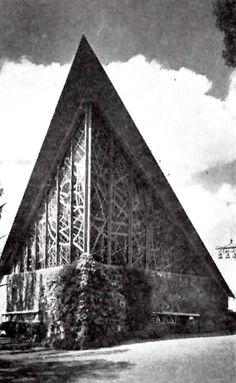 Detalle posterior de la Capilla de los Misioneros del Espíritu Santo, rancho de 'El Atillo', Coyoacán, DF 1956.   Arqs. Enrique de la Mora y Félix Candela -  Detail of the rear of the Chapel of the Missionaries of the Holy Ghost, Rancho 'El Atillo', Coyoacán, DF 1956